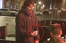 Đưa thẻ ATM cùng mã PIN cho người vô gia cư rút tiền và cái kết
