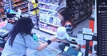 Cô gái giải cứu hai mẹ con ngoạn mục nhờ điều ít ai để ý...
