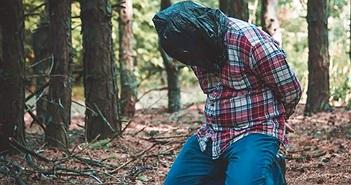 Chuyện lạ hôm nay: Chàng trai bị chủ bị ném vào rừng vì điều bất ngờ