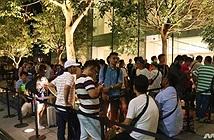 Người Việt kể chuyện xếp hàng xuyên đêm chờ mua iPhone 8