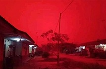 Bầu trời ở Indonesia biến thành màu đỏ do khói mù dày đặc
