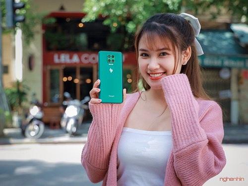 Trên tay Vsmart Aris Pro - điện thoại chính hãng camera ẩn đầu tiên tại Việt Nam giá 10 triệu