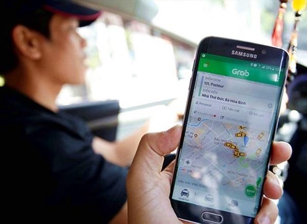 """Từ bây giờ hãy xem Uber, Grab như """"taxi điện tử"""""""