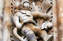 Bí ẩn hình chạm khắc phi hành gia tại nhà thờ Tây Ban Nha 300 tuổi
