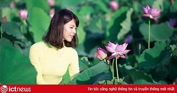 Thiếu nữ công nghệ e ấp bên hoa sen