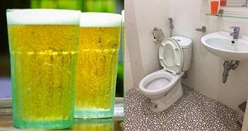 Mang bia đổ vào nhà vệ sinh và bất ngờ với kết quả