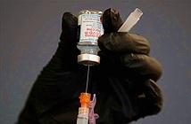 Mỹ bổ sung cảnh báo về chứng viêm cơ tim với vắc xin mRNA, cổ phiếu Pfizer và Moderna tụt dốc
