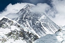 Đỉnh núi Everest bị lùn vì động đất?