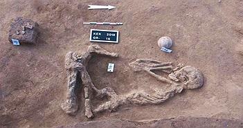 Nhiều hài cốt trong tư thế bó gối chôn cất bên bờ sông Nile
