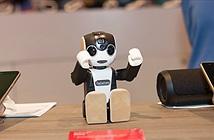 Trên tay điện thoại robot Robohon của Sharp: biết quỳ, biết nhảy, biết chụp hình, biết chiếu hình