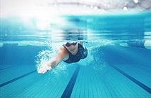 Sự thật gây sốc về chuyện mắt đỏ khi bơi