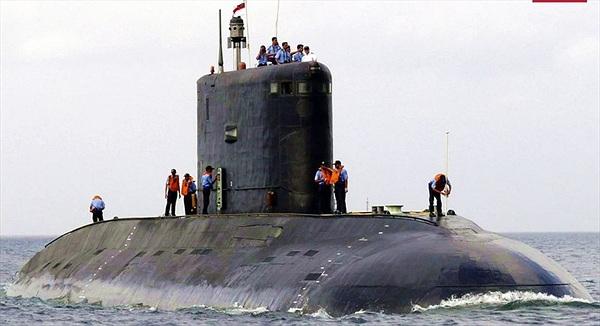 """Mỹ hết lời khen ngợi tàu ngầm Kilo """"Hố đen đại dương"""" mới của Nga"""