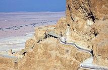 Pháo đài cổ bất khả xâm phạm được xây dựng gần Biển Chết