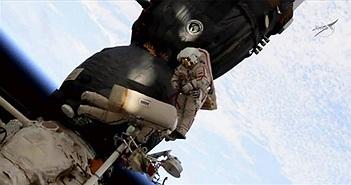 """Lỗ thủng bí ẩn trên tàu vũ trụ Nga """"bị khoan từ bên trong"""""""
