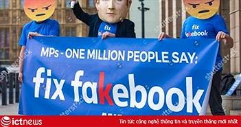 """Hàng loạt người biểu tình đeo mặt nạ Zuckerberg và áo phông """"Fix Fakebook"""" tại Anh"""
