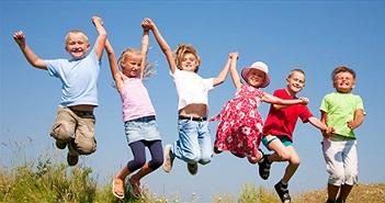 Vì sao trẻ con có thể chạy nhảy suốt cả ngày mà không thấy mệt?