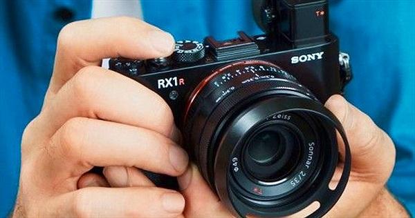 Top 10 máy ảnh chụp đẹp nhất thiếu vắng thương hiệu Canon