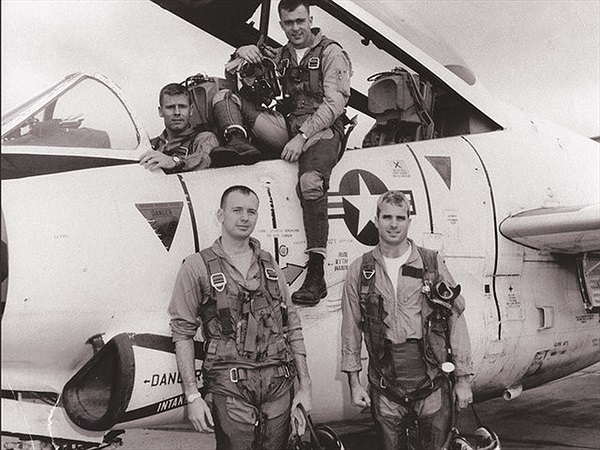 Infographic: Chiến đấu cơ của John McCain bị bắn rơi ở Việt Nam