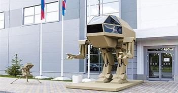 """Nga trình làng robot chiến đấu khổng lồ với thiết kế giống """"khủng long bạo chúa"""""""