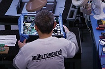 Ai là người đã mua lại thương hiệu Audio Research từ tập đoàn McIntosh Group?