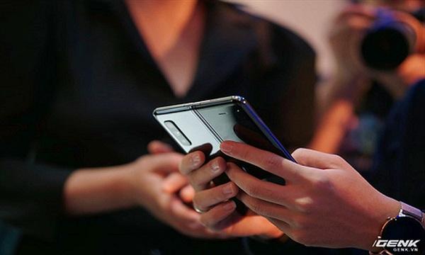 Galaxy Fold ra mắt tại Việt Nam, giá 50 triệu đồng