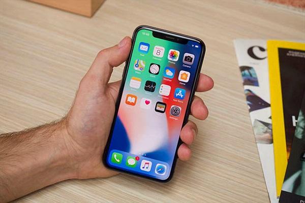 Doanh số iPhone X yếu kém, Apple tìm cách tháo chạy khỏi Samsung