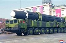 """Lai lịch gây sốc cỗ xe mang tên lửa """"khủng"""" nhất Triều Tiên"""