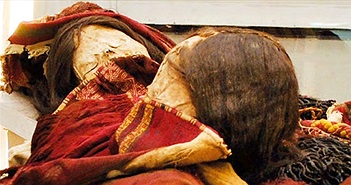 Xác ướp thiếu nữ Inca mặc quần áo tẩm chu sa độc ở Chile