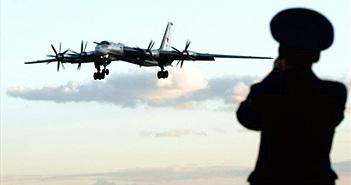Oanh tạc cơ Tu-95 Nga liên tục áp sát không phận Mỹ