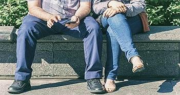 """Phụ nữ nên ngồi """"dạng chân"""" giống đàn ông"""