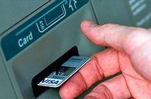 Vì sao máy rút tiền ATM dễ dàng bị hacker khống chế?
