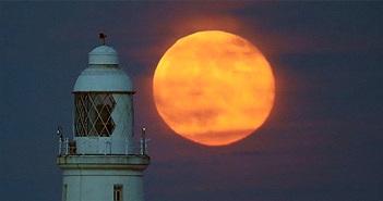 Siêu trăng và mưa sao băng xuất hiện cùng lúc