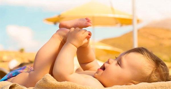 Sự thật giật mình: Tắm nắng cho trẻ sơ sinh, vừa sai lầm vừa nguy hiểm