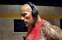 The Rock ra mắt tai nghe tập luyện chống mồ hôi của riêng mình