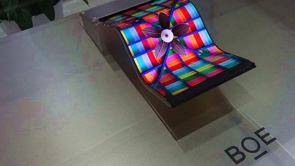 """Công ty Trung Quốc muốn giành """"miếng bánh"""" màn hình iPhone X từ Samsung, LG"""