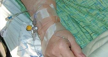 """Chuyện lạ hôm nay: Hóa trị ung thư 5 năm, """"sốc"""" phát hiện bàng hoàng..."""