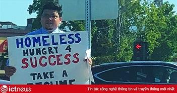 """Giơ biển """"xin việc chứ không xin tiền"""", anh chàng vô gia cư được Google mời về làm việc"""