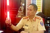 Cảnh sát giao thông Hà Nội có trang phục và gậy chỉ huy đặc biệt
