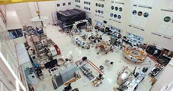 Bí mật trong căn phòng SIÊU SẠCH ở Mỹ: Quá trình diệt trùng khủng khiếp cho cỗ máy 2,4 tỷ USD diễn ra thế nào?