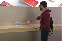 Khách hàng giận dữ lao vào Apple Store đập phá iPhone