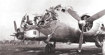 Kinh ngạc khả năng sống sót của oanh tạc cơ B-17 Mỹ