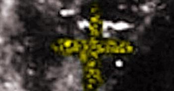 Vật thể lạ chữ thập bí ẩn trên Mặt trăng gây sửng sốt
