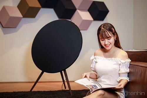 Cảm nhận loa B&O Beoplay A9 thế hệ thứ 4: âm thanh tròn đầy, điều khiển giọng nói thú vị