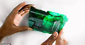 Tìm thấy đá quý đắt hơn kim cương, nặng 1,1kg ở hầm mỏ Zambia