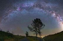 Ấn tượng thiên hà Milky Way khoe sắc ở bầu trời trung tâm