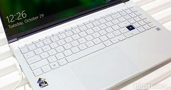 Samsung ra mắt laptop dùng màn hình QLED, sạc smartphone bằng touchpad